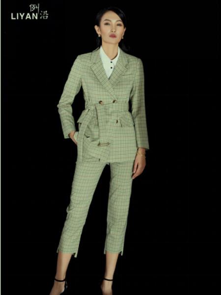 例沿女装品牌2021春夏格子西装外套