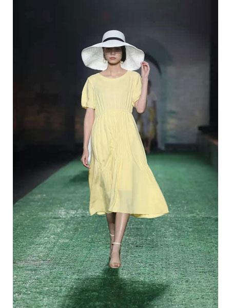 异闻女装品牌2021春夏黄色棉麻连衣裙