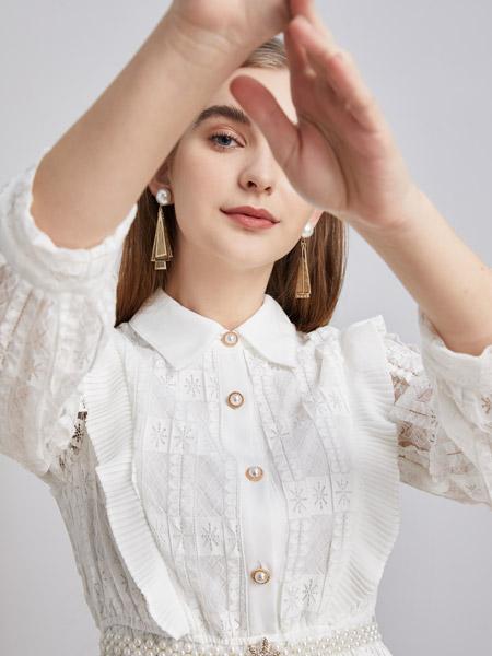 城市衣柜女装品牌2021春夏白色俏皮连衣裙