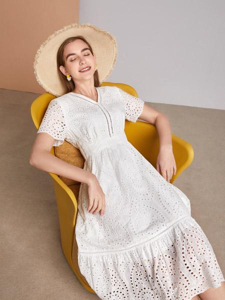 城市衣柜女装品牌彩38平台2021春夏白色俏皮连衣裙