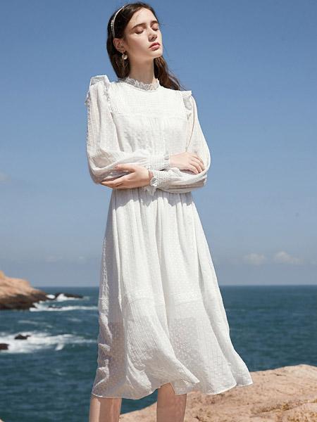 春美多女装品牌2021春夏白色俏皮连衣裙