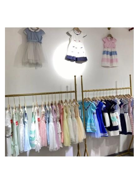 武汉童优会品牌折扣童装批发品牌店铺展示