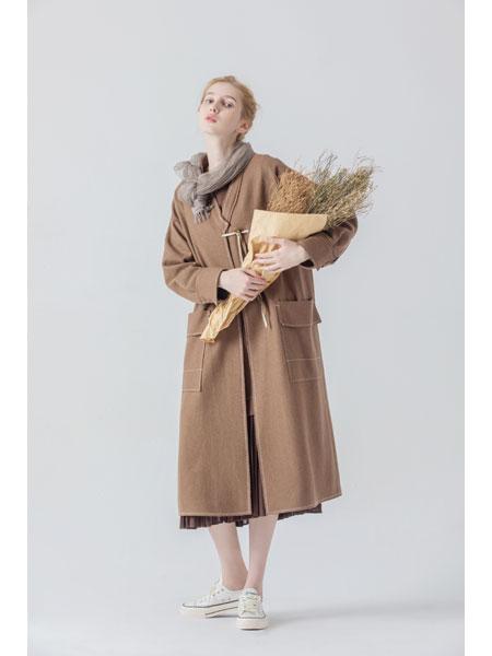庄玛女装品牌中卡其色毛呢外套