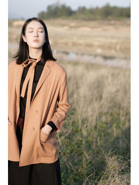 底色女装品牌2021春俏皮百搭中长款外套