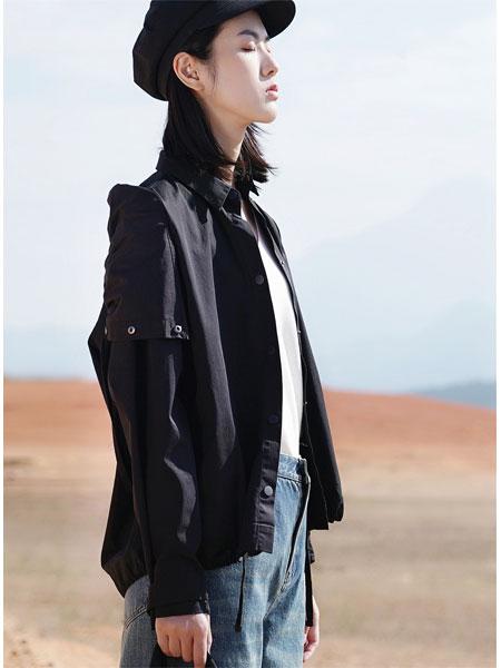 底色女装品牌2021春黑色俏皮短款外套