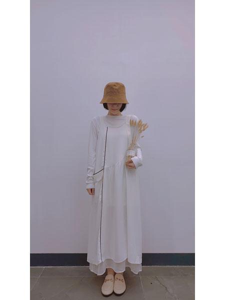 读色女装品牌2021春夏白色连衣裙