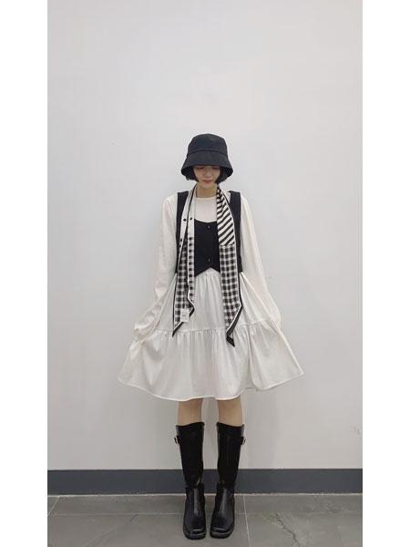 读色女装品牌2021春夏白色长袖连衣裙