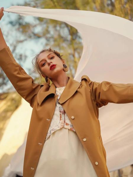 薇薇希女�b品牌2021春夏棕色大衣