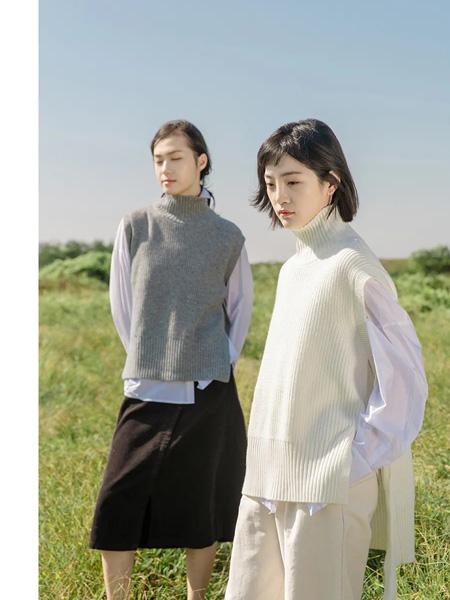 堓上女装品牌2021春夏高领无袖毛衣