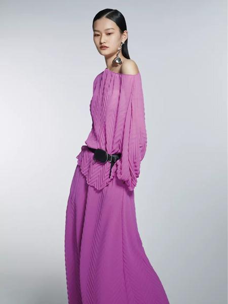 欧点OU.女装品牌2021春夏淡粉紫色露肩长裙
