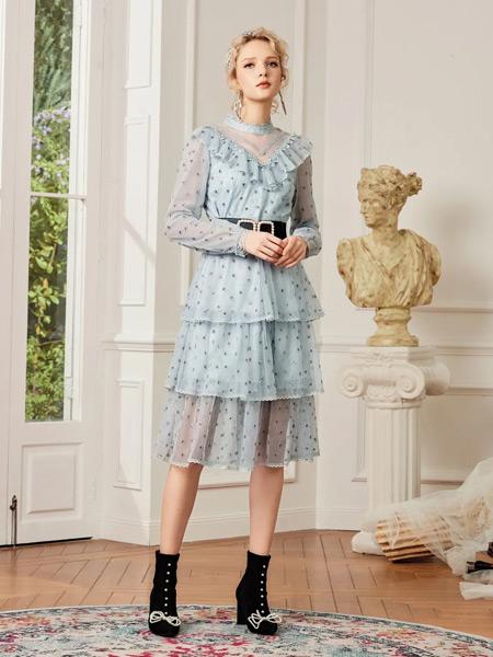 斐格思女装品牌2021春夏蓝色褶皱连层长裙