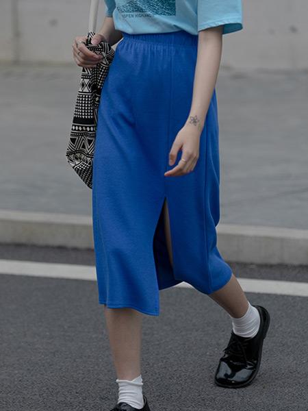 EGGKA女装品牌2021春夏下半身开叉裙