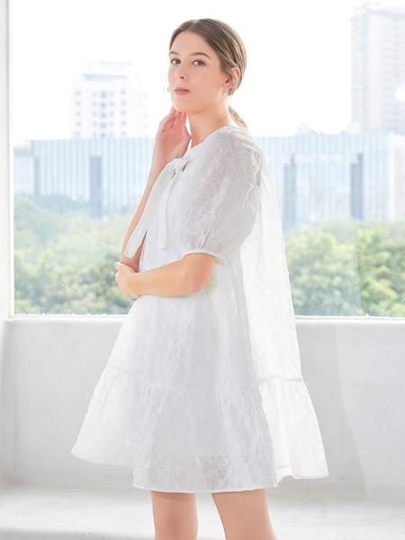 金蝶茜妮女装品牌2021春夏纯色宽松连衣裙
