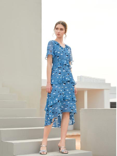 金蝶茜妮女装品牌2021春夏蓝色波纹长裙