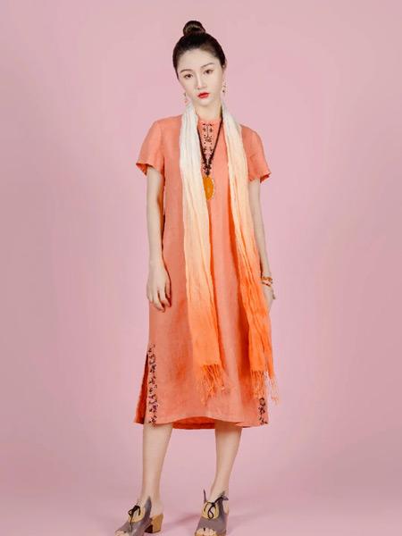 曼茜纱女装品牌2021春夏橙色中国风连衣裙