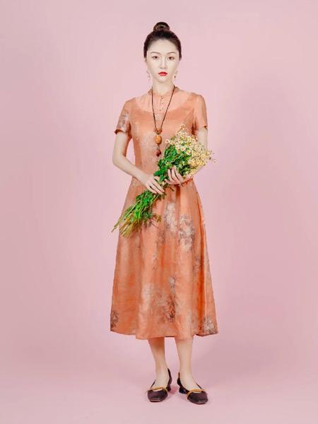 曼茜纱女装品牌2021春夏浪漫长裙