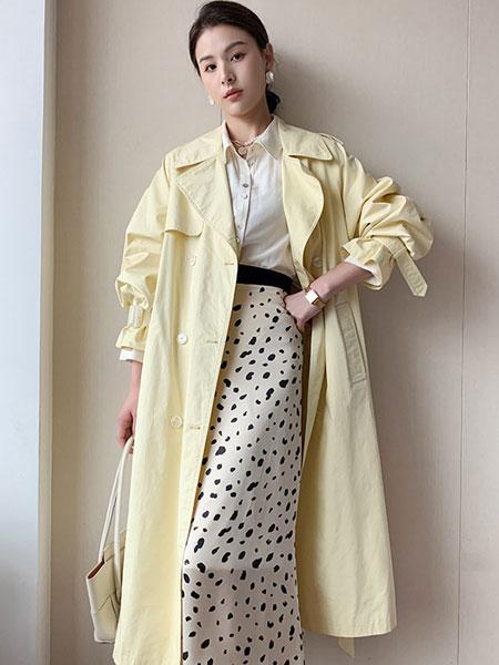 珂希莉女装品牌2021春夏米黄色风衣