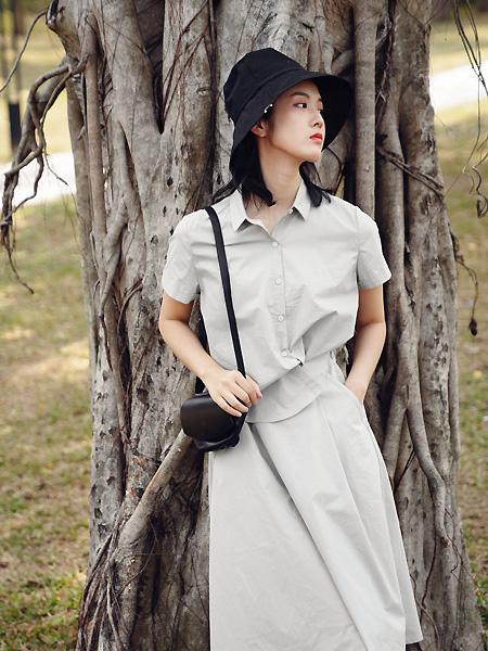 底色女装品牌2021春夏气质翻领时尚套裙