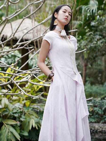 底色女装品牌2021春夏淡紫色时尚气质长裙