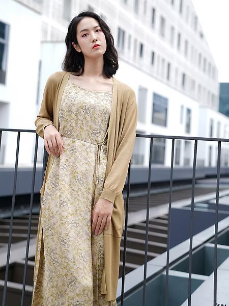 底色女装品牌2021春夏优雅长裙