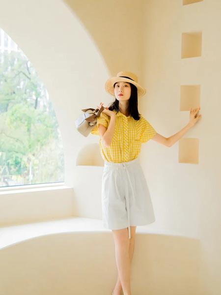 意澳女装品牌2021春夏黄色翻领衬衫