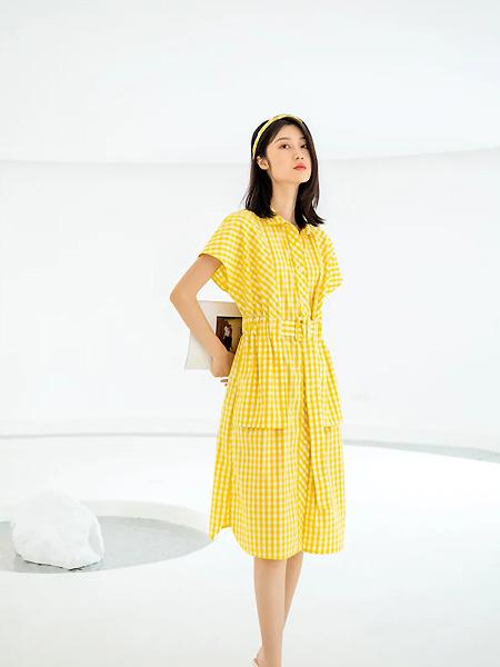 意澳女装品牌2021春夏黄色活力格子连衣裙