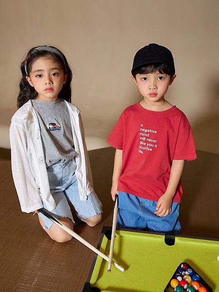 拾恩初&番薯片童装品牌2021春夏红色印字母短袖T恤