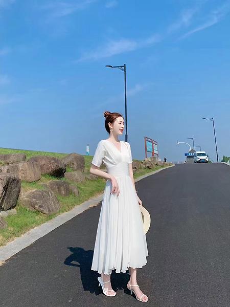 歌米裳女装品牌2021春夏V领中袖收腰长裙