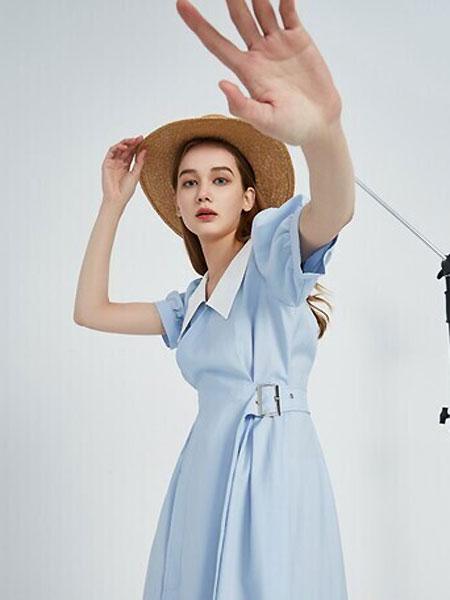Keine Siege女装品牌2021夏季蓝色文艺气质连衣裙