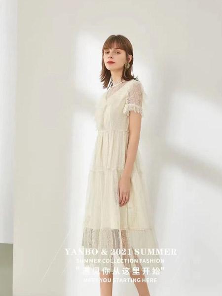 妍帛女装品牌2021夏季薄纱米色长裙