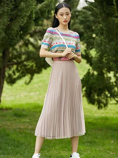 宝薇女装品牌彩38平台2021夏季薄款针印花织上衣