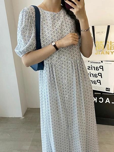简诣女装品牌彩38平台2021夏季印花宽松中袖长裙