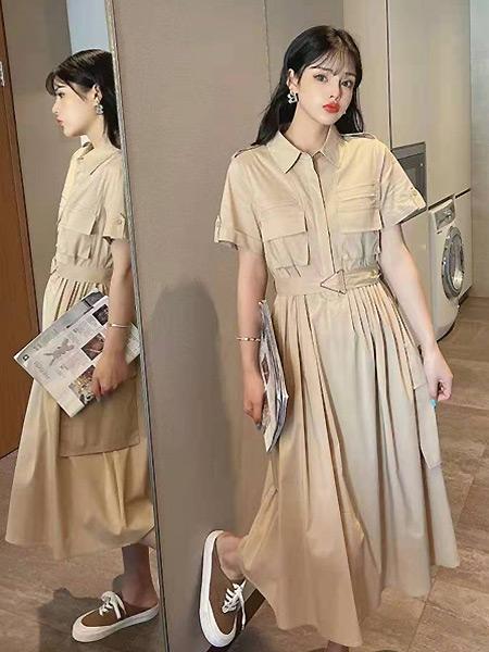 简诣女装品牌彩38平台2021夏季时尚翻领束腰褶皱长裙
