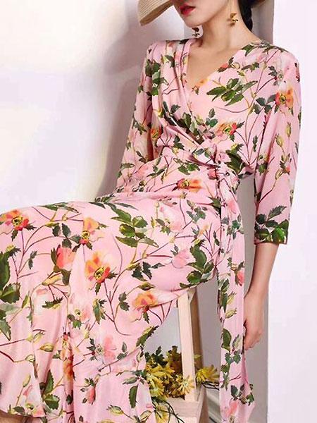 每依站女裝品牌2021春季花色浪漫長裙