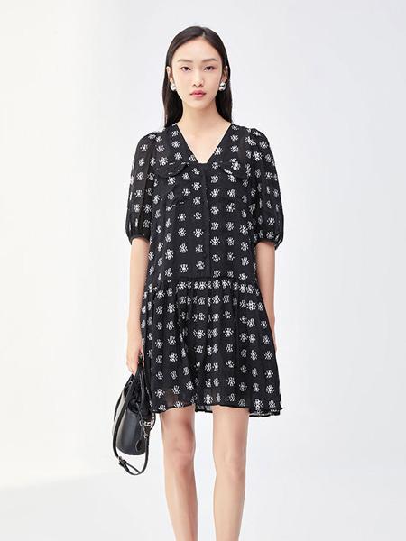 莫�V/MR&Er女装品牌2021夏季V领印花中长款连衣裙
