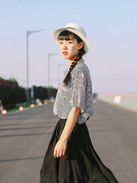 MUZE 沐沢女装品牌2021春夏条纹修身衬衣
