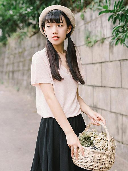 MUZE 沐沢女装品牌2021春夏粉色简约风V领上衣