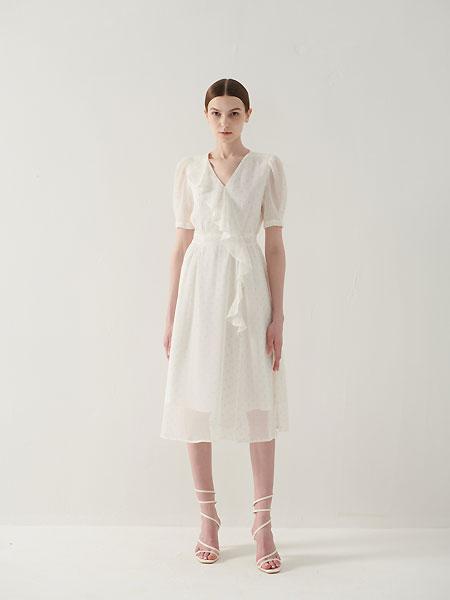 为摆脱服饰单一风格,安米斯精心考虑各类单品之间的协调搭配