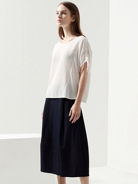 约布女装品牌2021夏季新款白色衬衣黑色短裙撞色搭配