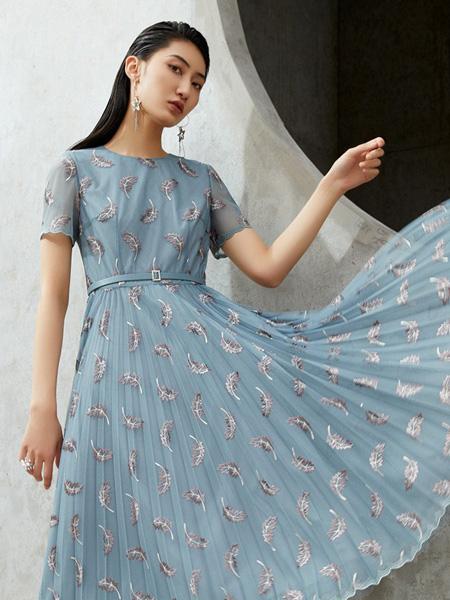 LAI睐女装品牌2021夏季新款百褶羽毛连衣裙