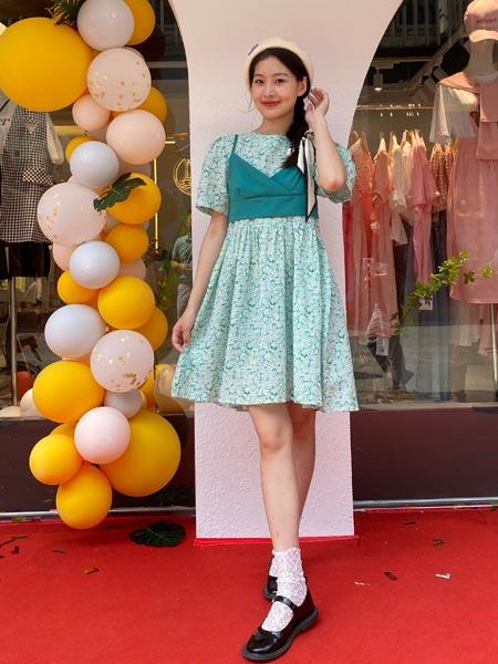 瑶丫头女装品牌2021夏季新款甜美印花泡泡袖连衣裙