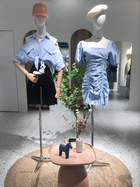瑶丫头女装品牌2021夏季法式复古泡泡袖裙子短款衬衣显瘦百搭外穿