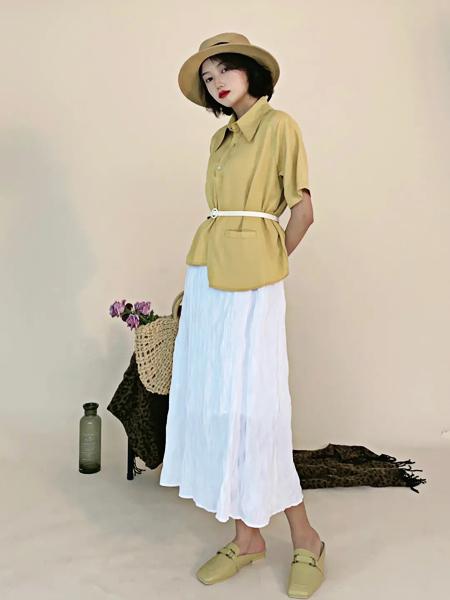 讀色女裝品牌2021夏季都市麗人風襯衫白裙