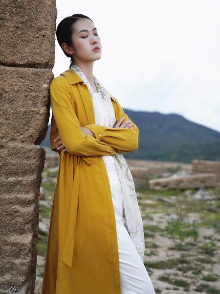底色女装品牌2021秋冬黄色阔型薄款长外套