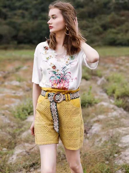 AttinaLife阿缇娜女装品牌2021夏季韩版刺绣V领T恤