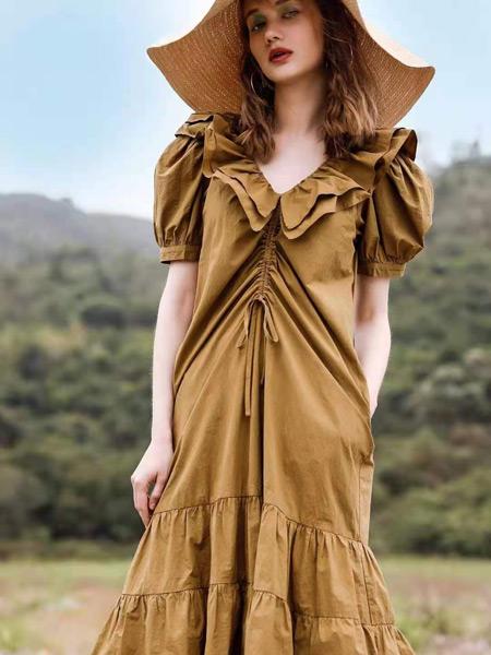 AttinaLife阿缇娜女装品牌2021夏季卡其色修身连衣裙