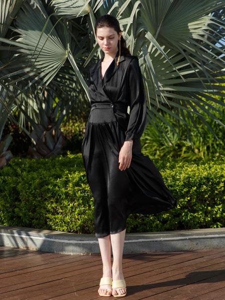 艾璞琪女装品牌彩38平台2021春夏气质V领修身套装