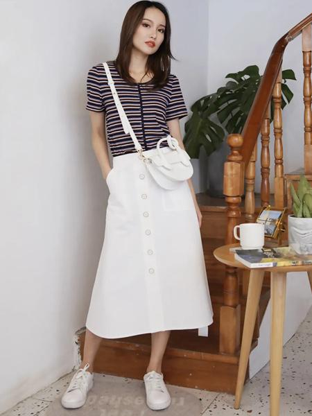 Aline阿莱女装品牌2021春夏圆领显瘦经典条纹针织T恤