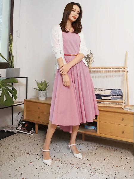 Aline阿萊女裝品牌2021春夏紅白格氣質簡約大擺連衣裙