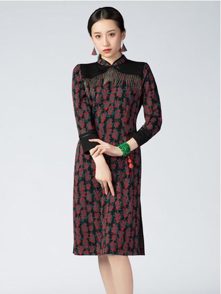 素罗依女装品牌2021秋季刺绣收腰旗袍